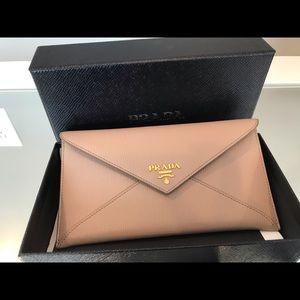NWOT Prada Vitello Saffiano Envelope Wallet - Nude
